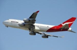 Eine spannende Frage: Komplettpaket mit Flug buchen oder doch lieber auf eigene Faust anreisen?